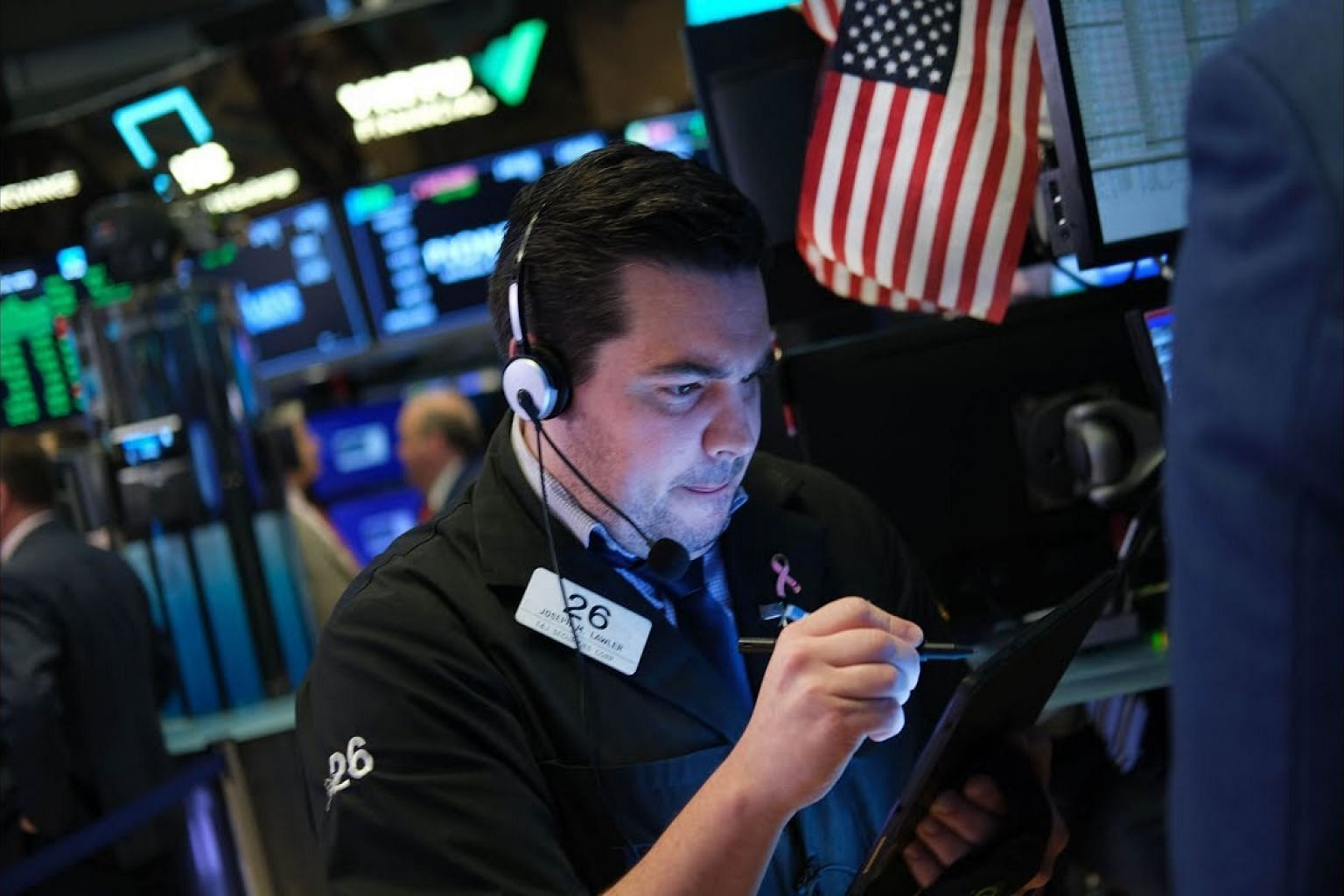 S&P 500, Dow close at record highs