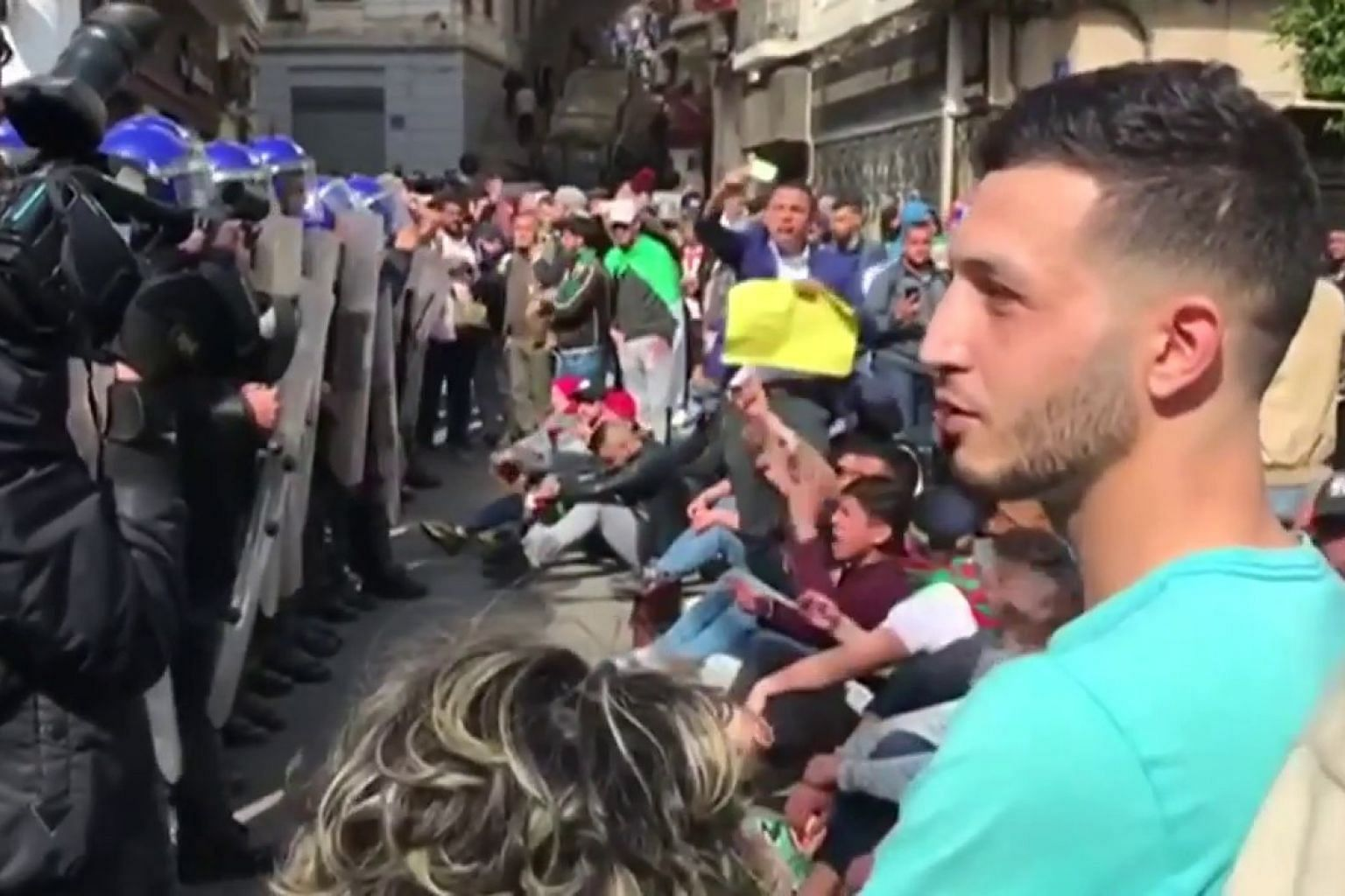Algerian protesters demand Bouteflika quits