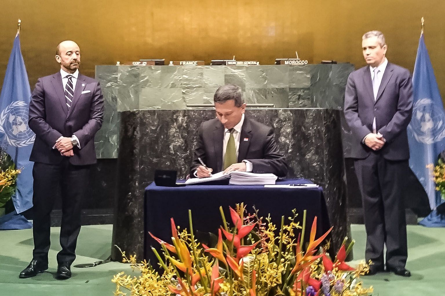 Minister for Foreign Affairs Vivian Balakrishnan signing the Paris Agreement on climate change at the United Nations on Friday.