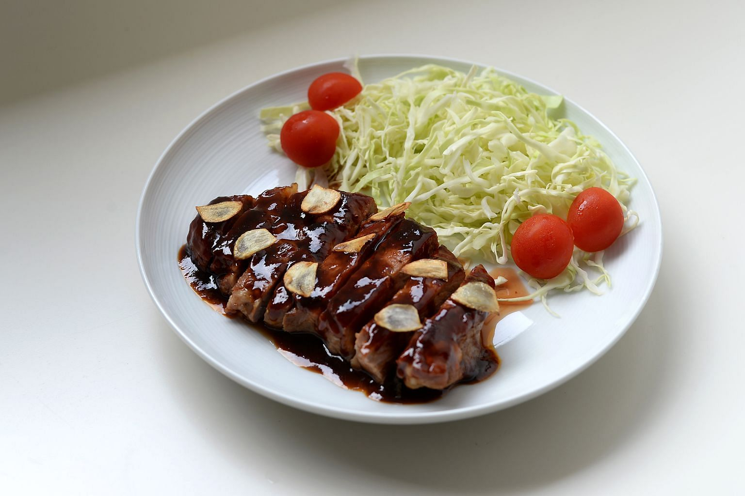 Tonteki, a pork steak that is the speciality of Yokkaichi, a city in Mie prefecture, is one of the dishes featured in Midnight Diner: Tokyo Stories.