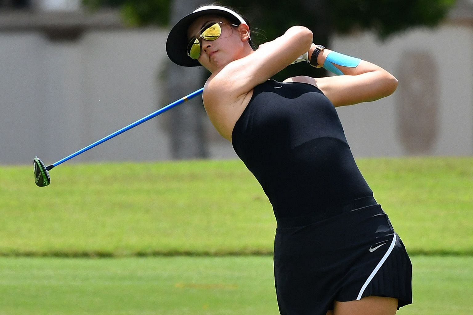 Michelle Wie's eight birdies in her opening round of 66 at the New Tanjong course belie her poor recent form and lowly world ranking of 179. Five golfers, including world No. 2 Ariya Jutanugarn, are right behind her.