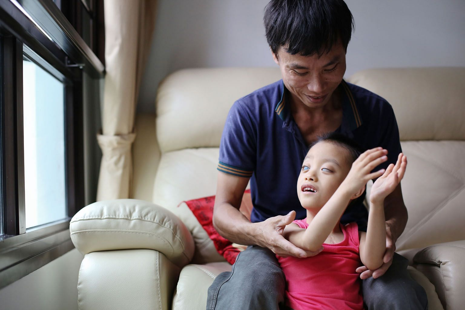 Mr Tran Ngoc Dung has been caring for his son, Tran Ngoc Chien, together with an elderly neighbour since his wife left the family when the boy was 17 months old. Chien suffers from corneal damage and glaucoma.