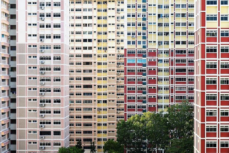 http://www.srx.com.sg/singapore-property-news/11482/dip-in-hdb-resale-flat-prices-last-month