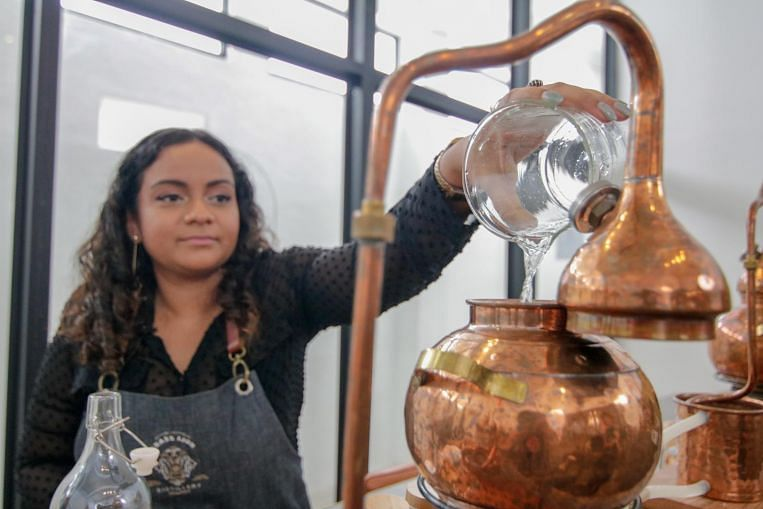 Life Experience: I was a distiller for a day at Brass Lion Distillery's gin school