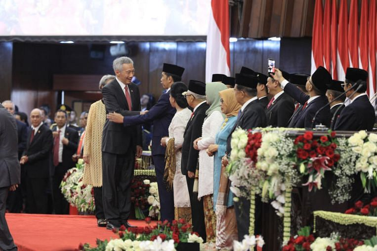 Leaders from 17 countries, including PM Lee Hsien Loong, attend Indonesian President Joko Widodo's inauguration