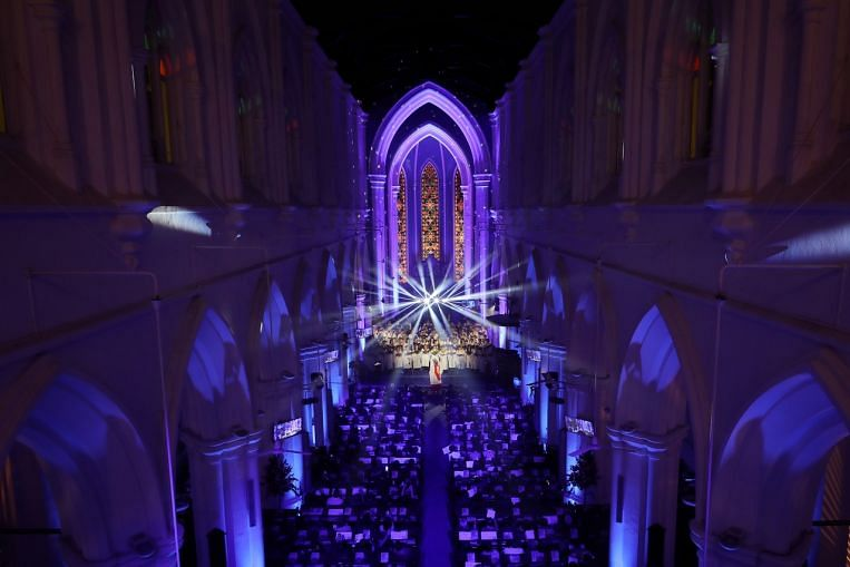 Bicentennial Christmas service at St Andrew's Cathedral joined by 800 of different faiths