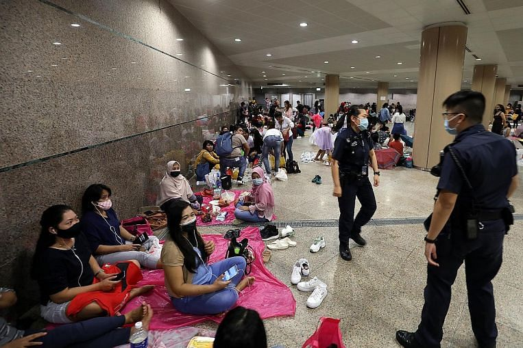 Police disperses crowd at Esplanade underpass thumbnail