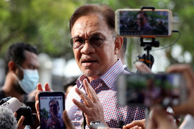 Anwar claims majority of MPs have asked Malaysian King to reverse state of emergency