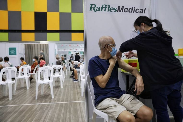 About 3,200 seniors in S'pore obtain Covid-19 vaccine booster photographs as programme begins