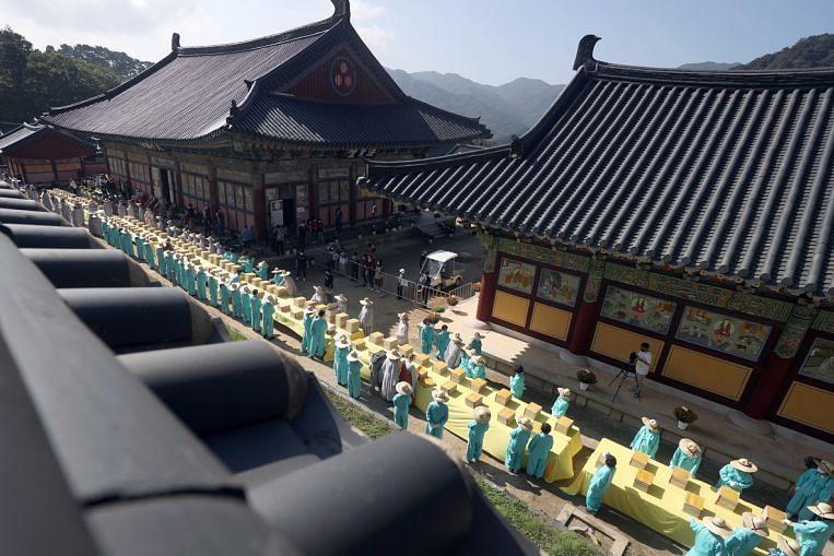 Menayangkan kitab suci kuno di Korea Selatan, Berita Foto & Berita Teratas