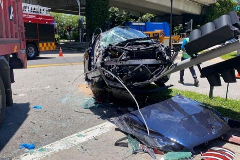 Seorang lelaki diselamatkan oleh anggota bomba setelah kemalangan kenderaan pelbagai kenderaan di Pioneer, Mahkamah & Berita Jenayah & Berita Teratas