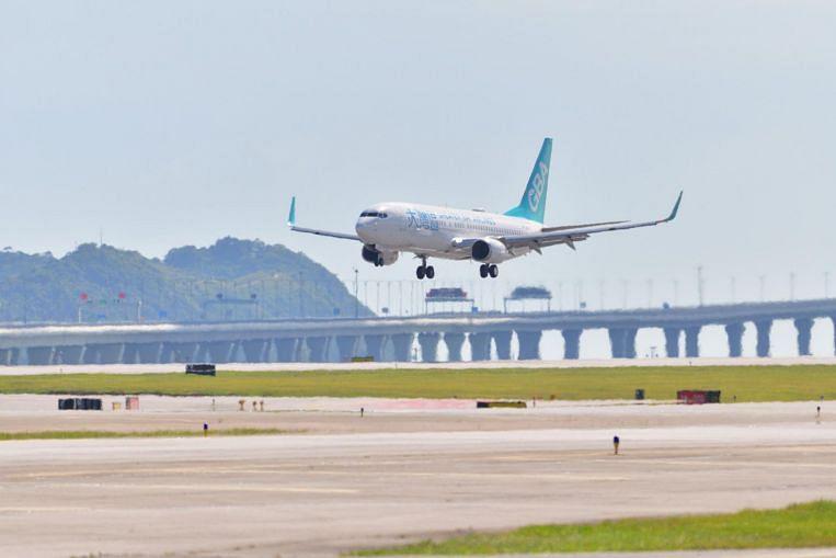 El magnate chino se enfrenta a Cathay con una nueva aerolínea en Hong Kong, Companies & Markets News & Top Stories