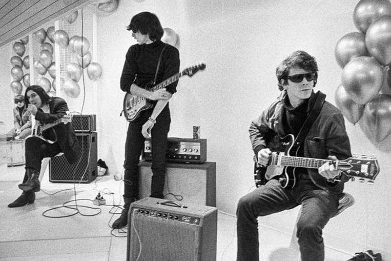 Todd Haynes canaliza el amor por The Velvet Underground en una película sobre la banda de culto, Entertainment News & Top Stories