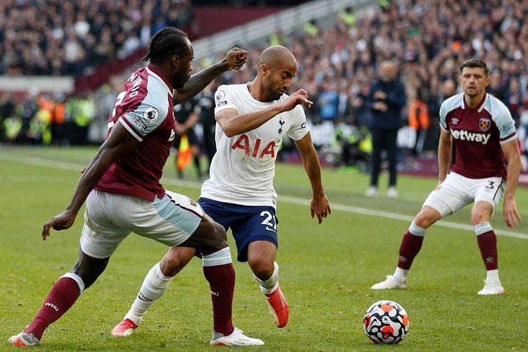 Bolasepak: West Ham membenam Spurs dalam derby London yang penuh semangat;  Leicester menghukum Brentford untuk melakar kemenangan 2-1, Berita Bola Sepak & Cerita Teratas