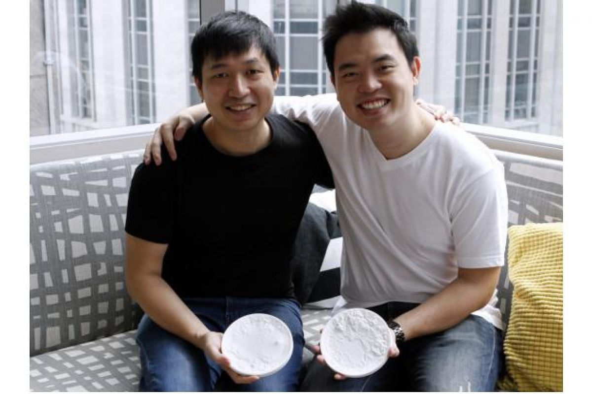 Mr Kwok Pan Fung (left) and Mr Gerald Yeong of Voidworks posing with their plates.
