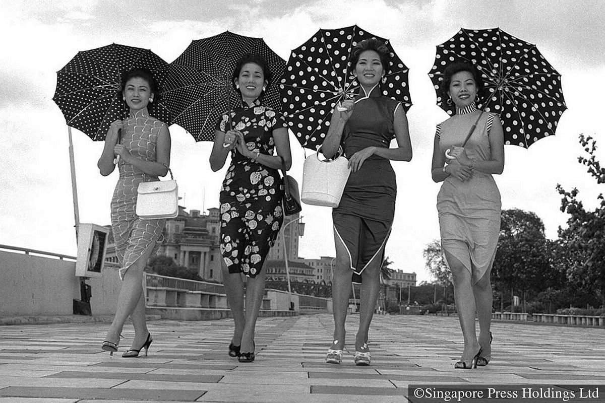 1958: In step with the festive mood, striking beauties in fashionable cheongsams enjoy their stroll down the Esplanade.