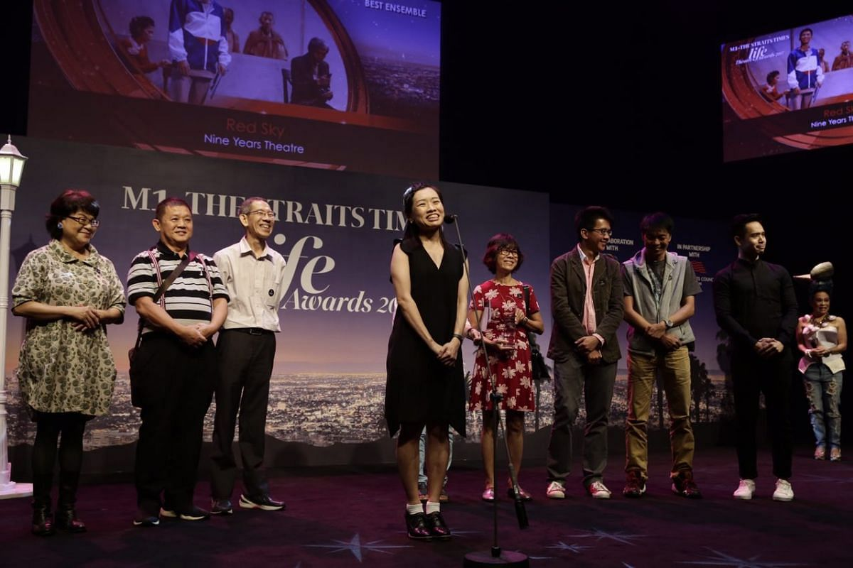 The cast of Red Sky by Nine Years Theatre receive their award for Best Ensemble.