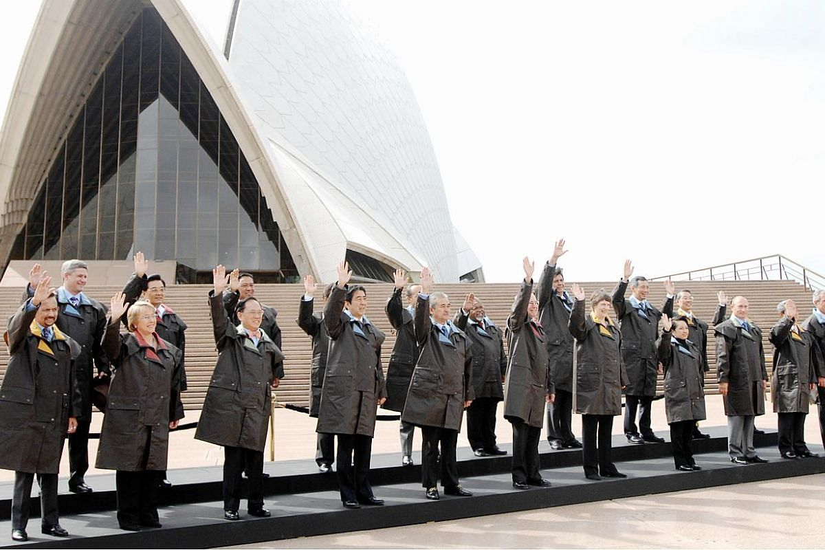 Apec 2007 in Sydney, Australia: Leaders from the Apec countries gather for their official family photo on day seven of the Apec meeting in Sydney, Australia, on Sept 8, 2007. -- PHOTO: BLOOMBERG