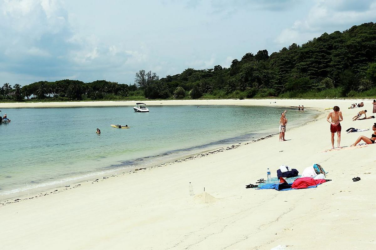 Although there is no direct access to Lazarus Island, its 700m-long beach attracts mainly young Singaporeans and even some tourists who spend weekends there, getting a suntan and a swim.