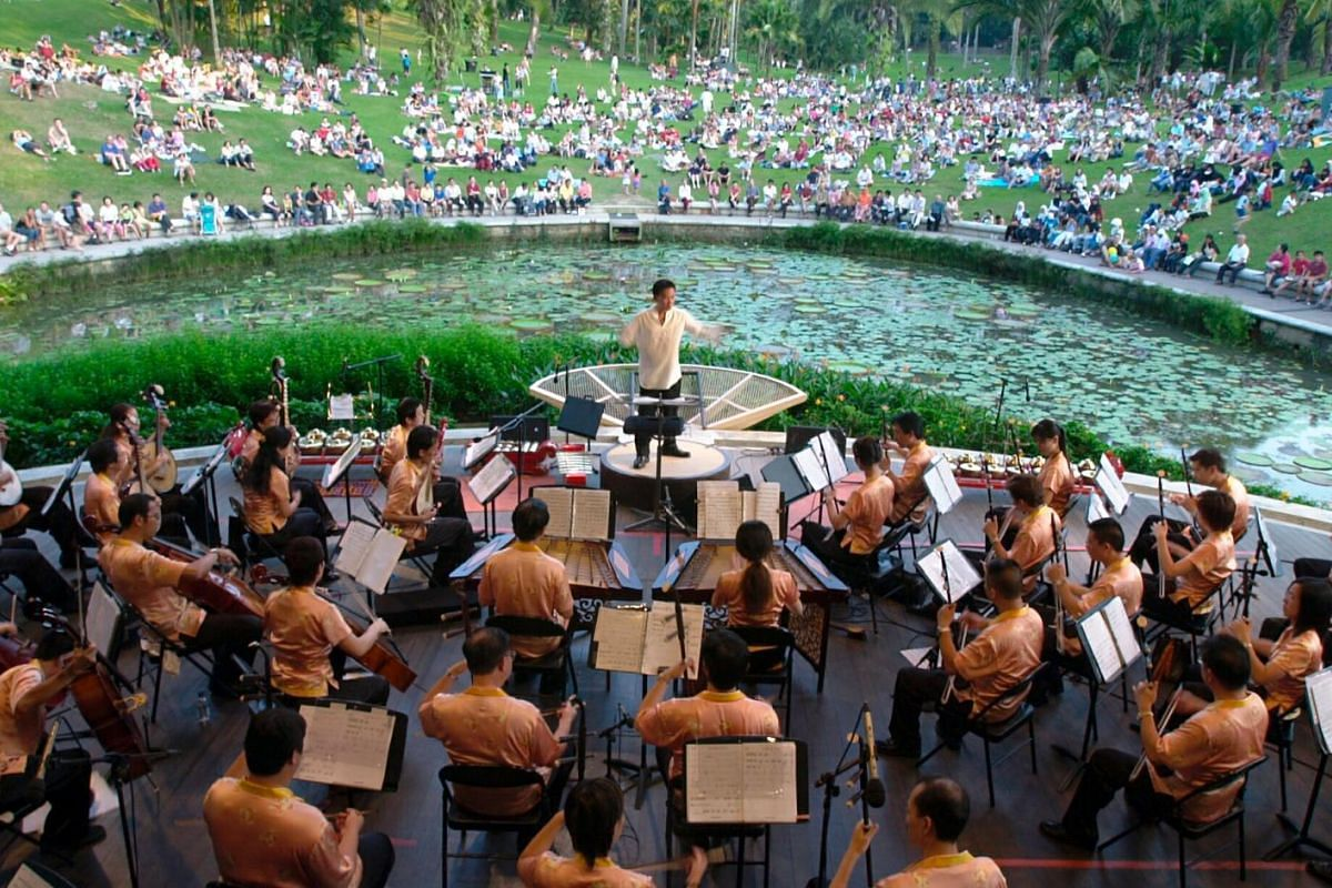 More than 500 people turned up at the Singapore Botanic Gardens to enjoy the Outdoor Concert Rhapsody presented by the Singapore Chinese Orchestra.