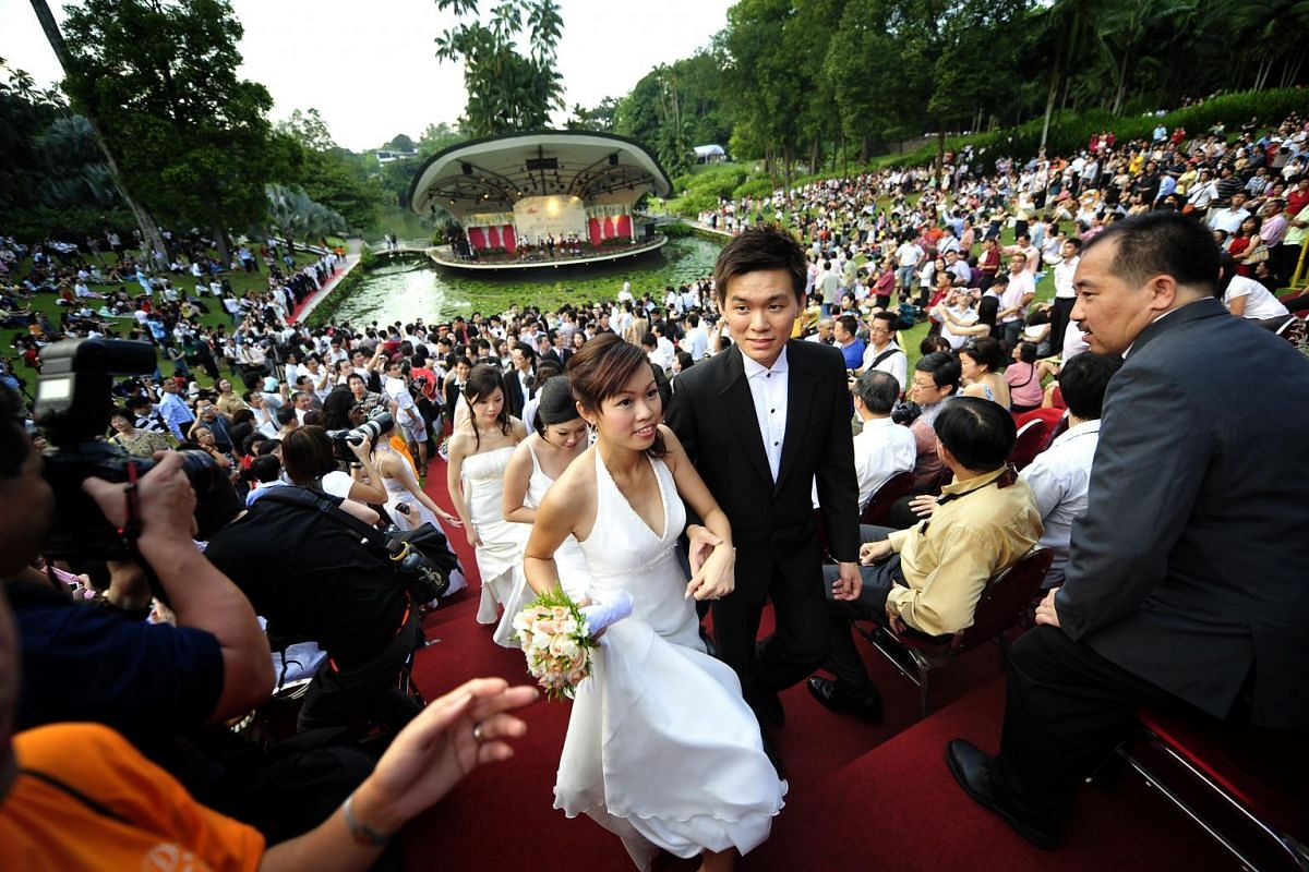 """The Botanic Gardens turned into a mass wedding venue on the afternoon of Sept 20, 2009, with 168 couples all saying """"I do"""" within an hour."""
