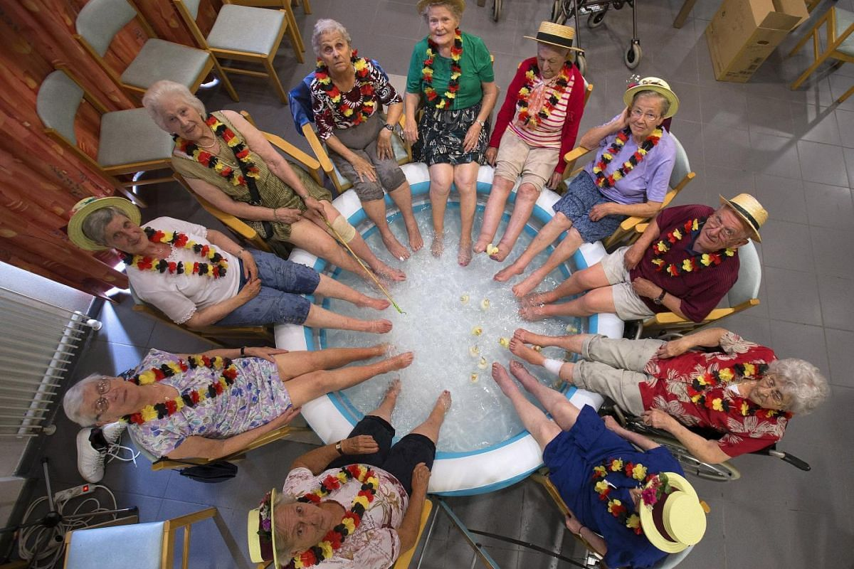 Residents at the Ter Biest house for elderly persons refresh their feet in a swimming pool on a hot summer day in Grimbergen, Belgium, July 2, 2015. The United Nations warned on Wednesday of the dangers posed by hot weather, especially to children a