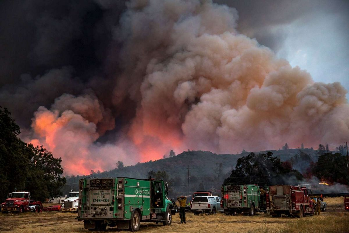 Firefighters watch the Rocky Fire advance in Lake County, California July 30, 2015. The Rocky Fire broke out on Wednesday afternoon in Lake County, 180 km north of San Francisco. By Thursday morning it had spread to 3,237 hectares, according to the C