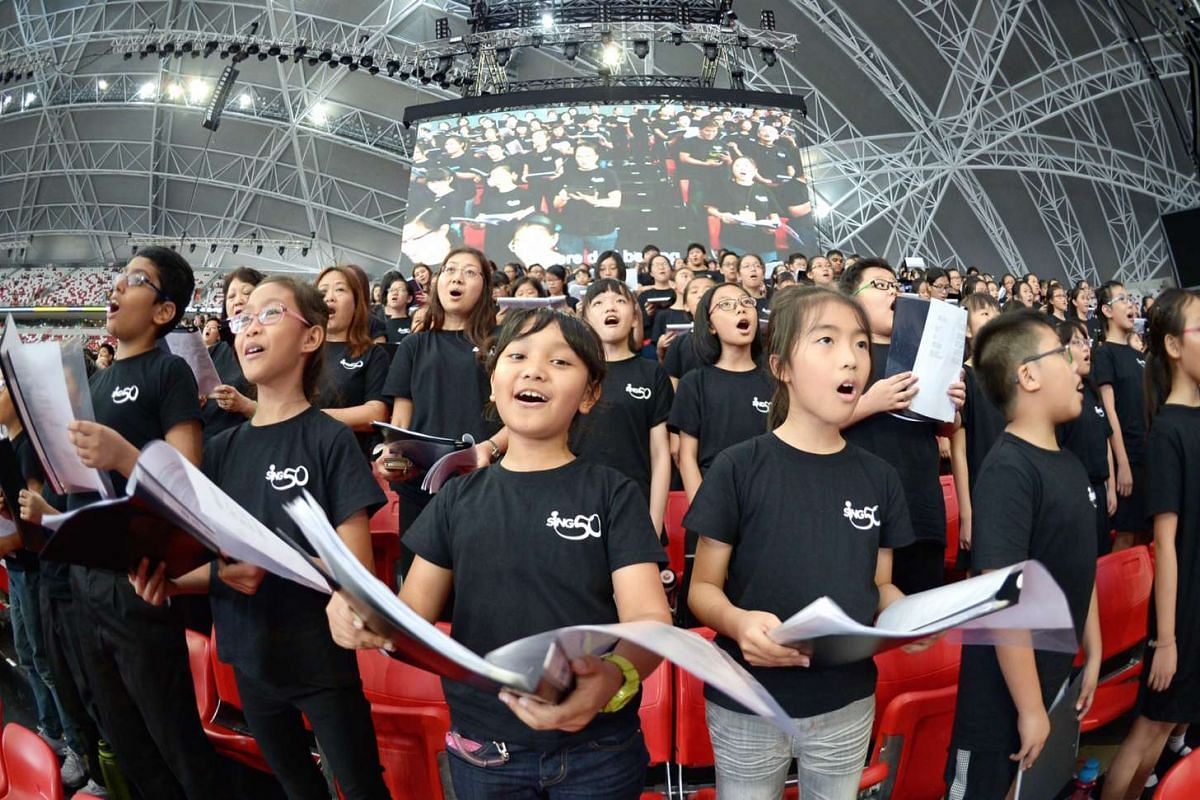 The 1,000-strong community leading the audience at Sing50 in a pre-concert sing-along, led by conductor Francis Liew. They sang iconic pop songs from the past 50 years.