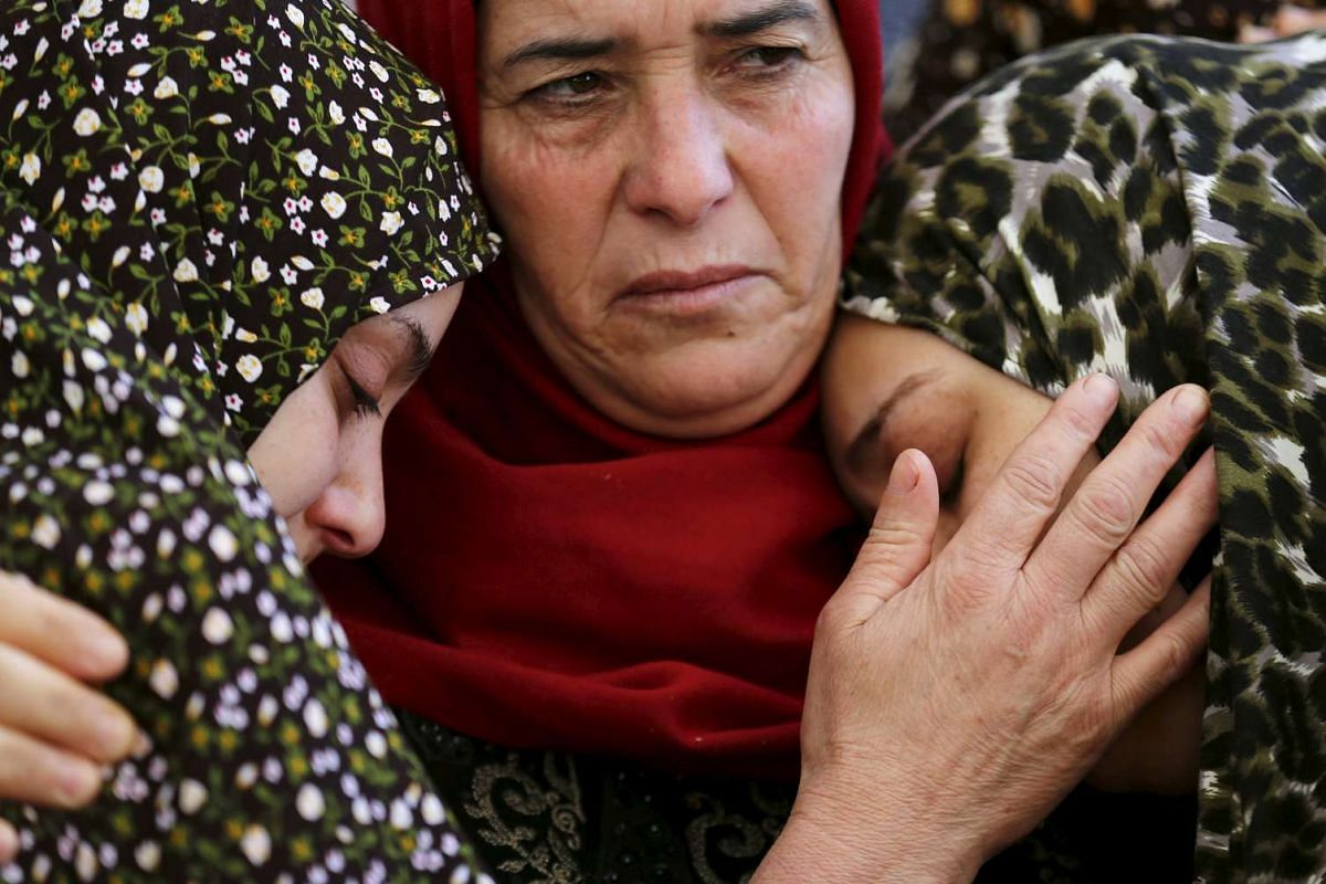 Relatives of Palestinian Anas Taha mourn during his funeral in the West Bank village of Qatana, near Jerusalem August 10, 2015. Israeli troops shot dead Taha who stabbed an Israeli man at a petrol station in the occupied West Bank.