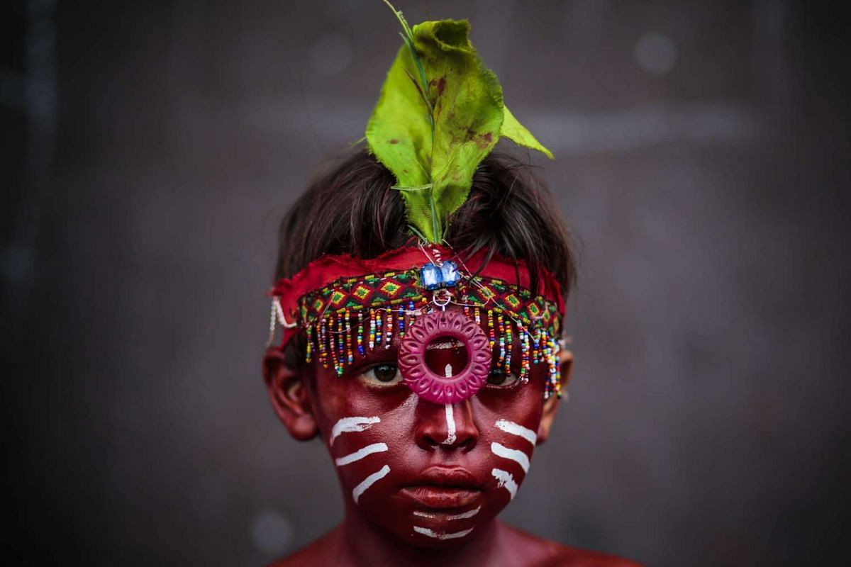 An indigenous boy waits for the closing of the ten-day celebration of the Santo Domingo de Guzman festival in Managua, on August 10, 2015.