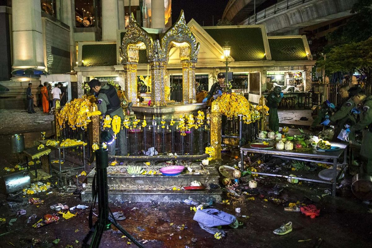 Experts investigating at the Erawan Shrine after a bomb blast on Aug 17, 2015.