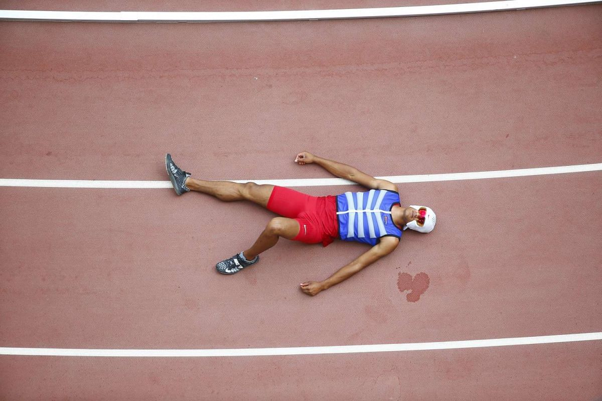 Ashton Eaton of the US wearing a cooling hood as he rests on the track during the Pole Vault of the Decathlon event during the Beijing 2015 IAAF World Championships at the National Stadium in Beijing, China, on Aug 29 2015.