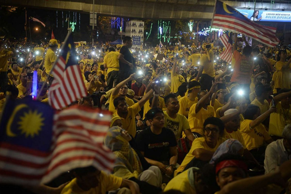 Protesters wave their handphones and Malaysian flags during a song segment at the Bersih 4.0 rally on Aug 30, 2015.