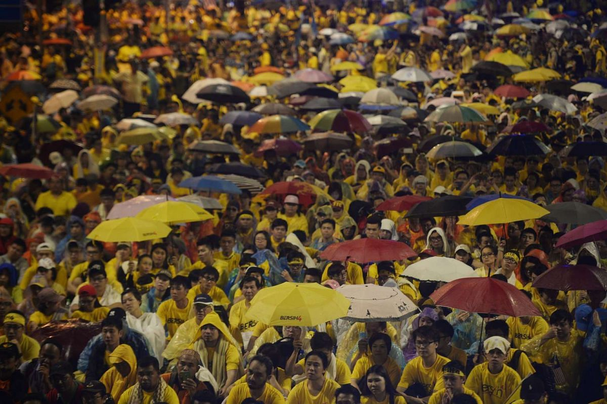 The crowd sits in the rain at Merdeka Square at around 8pm on Aug 30, 2015.