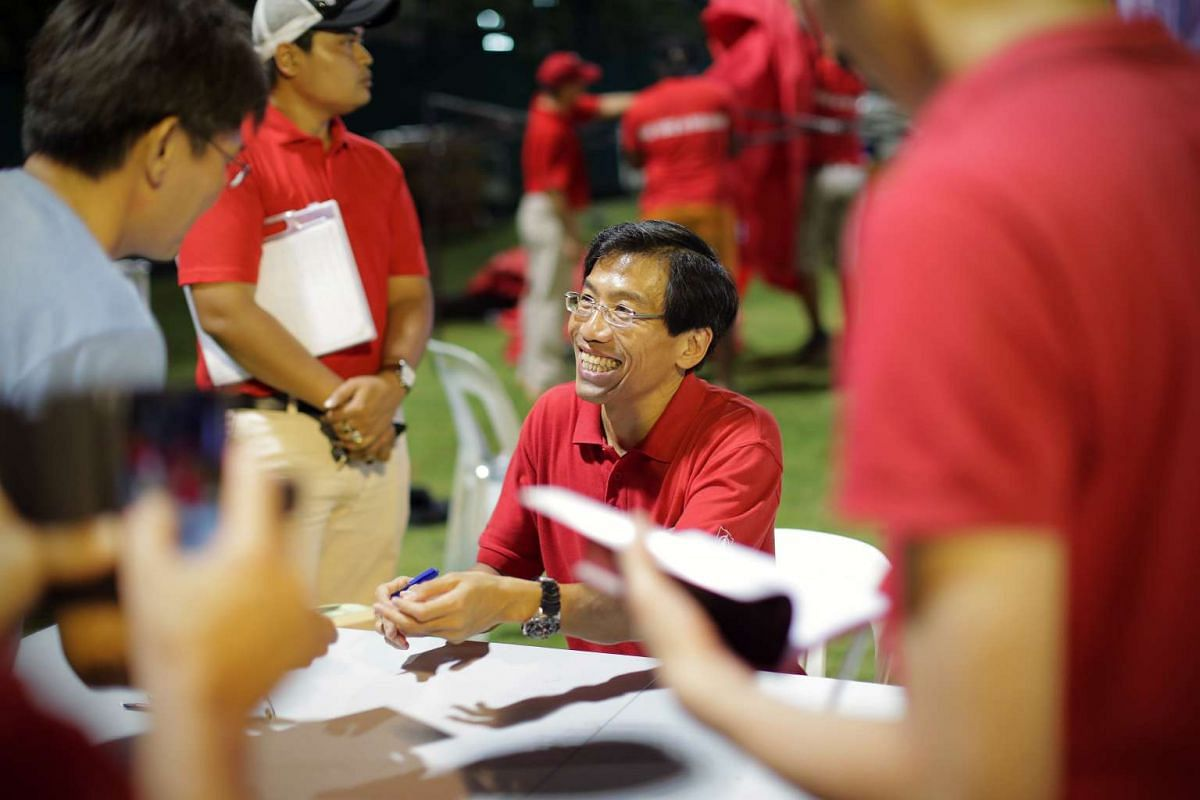 SDP chief Chee Soon Juan signing books after his party's rally.