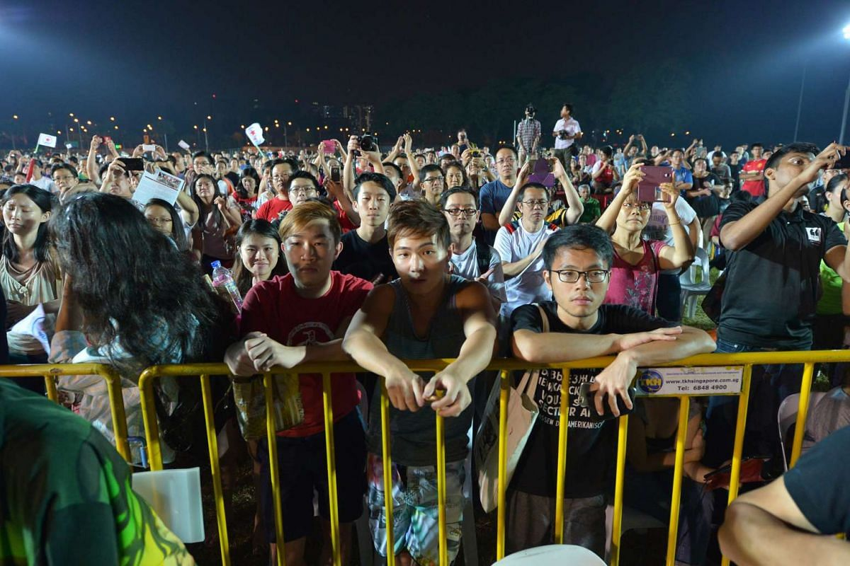 Supporters at the SPP rally at Stadium Boulevard.