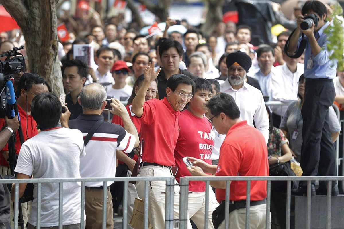 Singapore Democratic Party chief Chee Soon Juan arriving for the lunchtime rally at the UOB Plaza promenade on Sept 7, 2015.