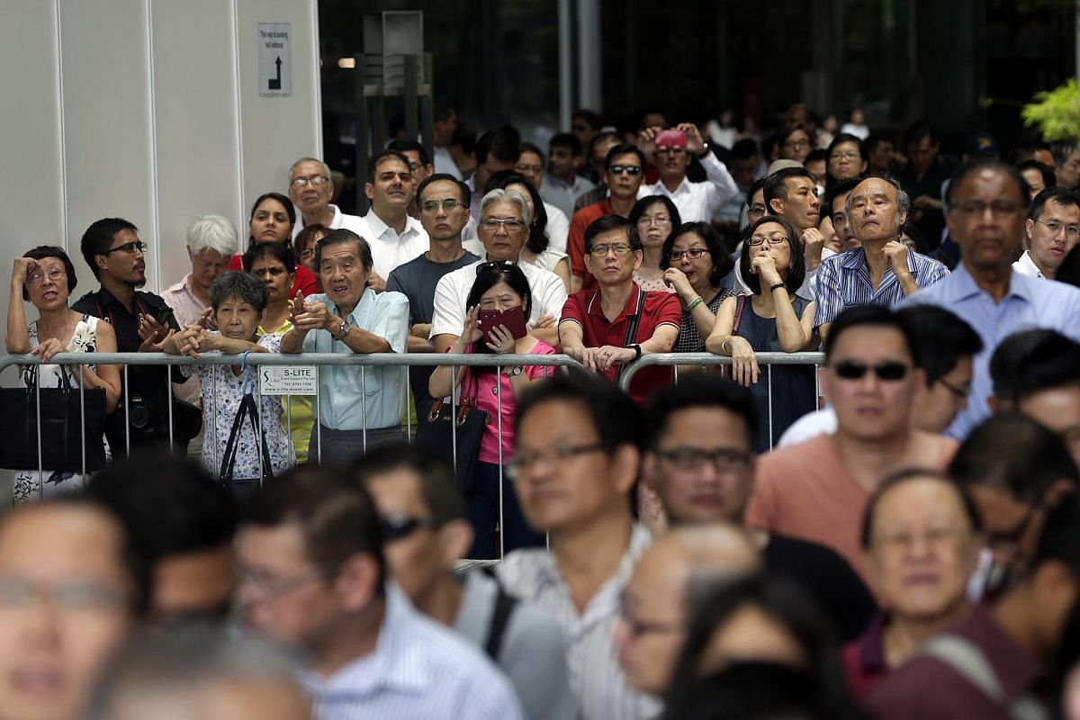 Many people turned up for the Singapore Democratic Party's lunchtime rally at the promenade area beside UOB Plaza on Sept 7, 2015.