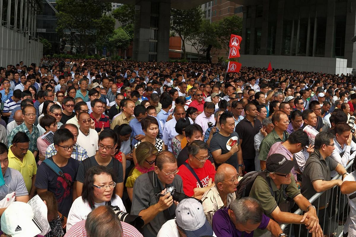 The crowd at the SDP's lunchtime rally at the promenade area beside UOB Plaza on Sept 7, 2015.