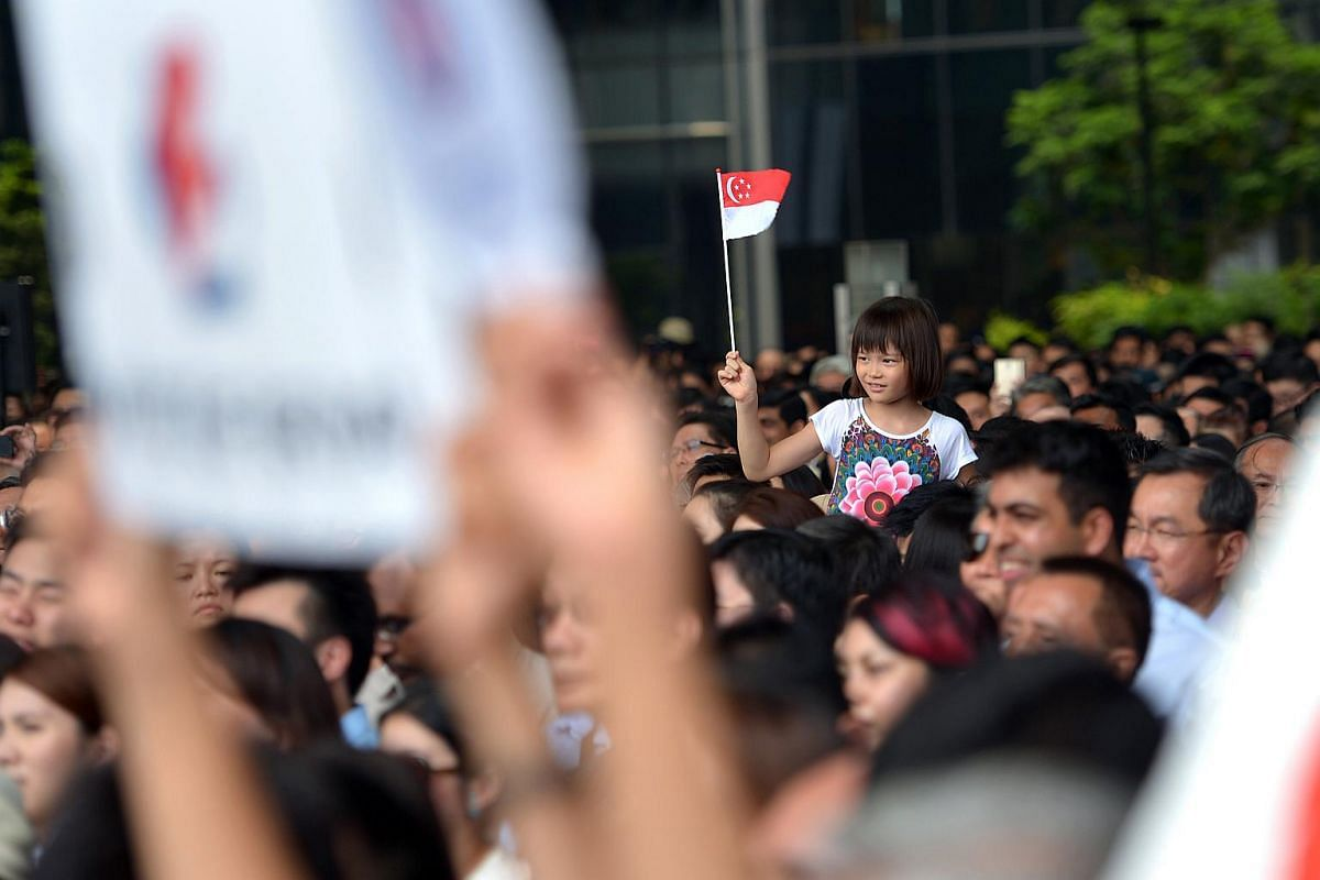 Supporters at the PAP rally at the Promenade area beside UOB Plaza.