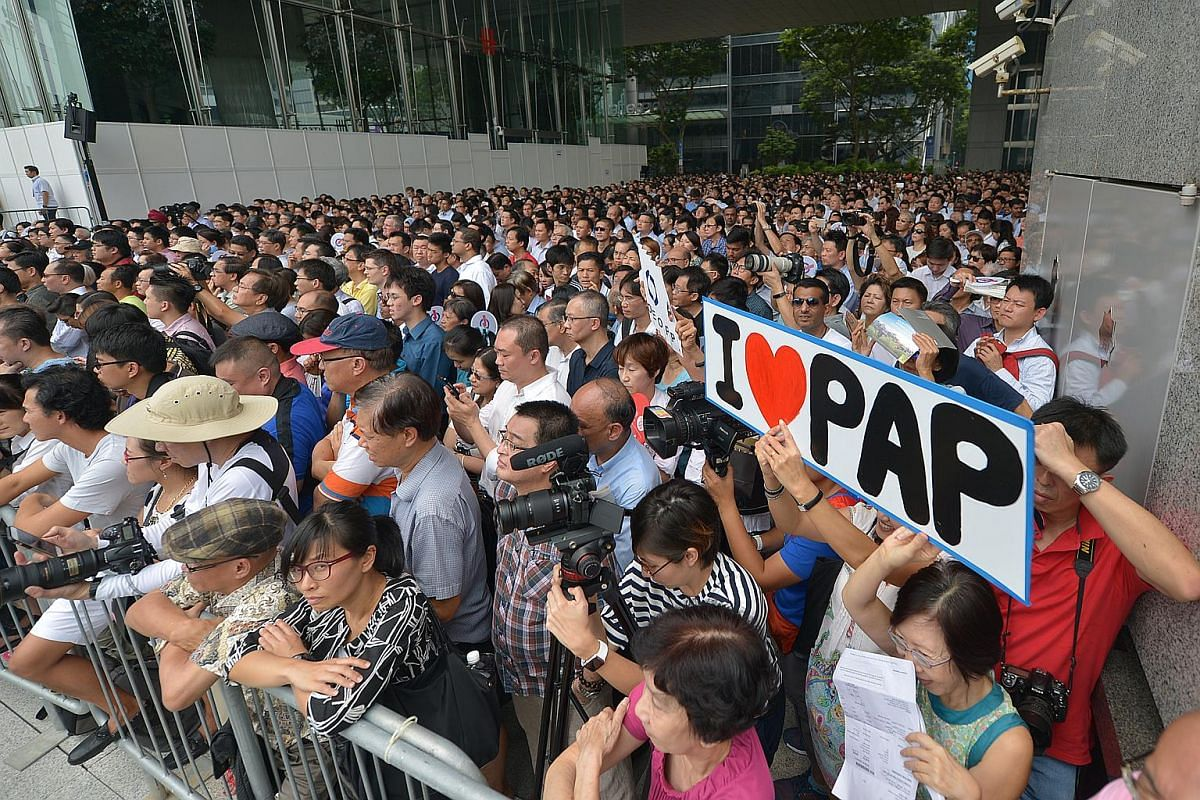 Supporters at the PAP rally at the Promenade area beside UOB Plaza on Sept 8, 2015.