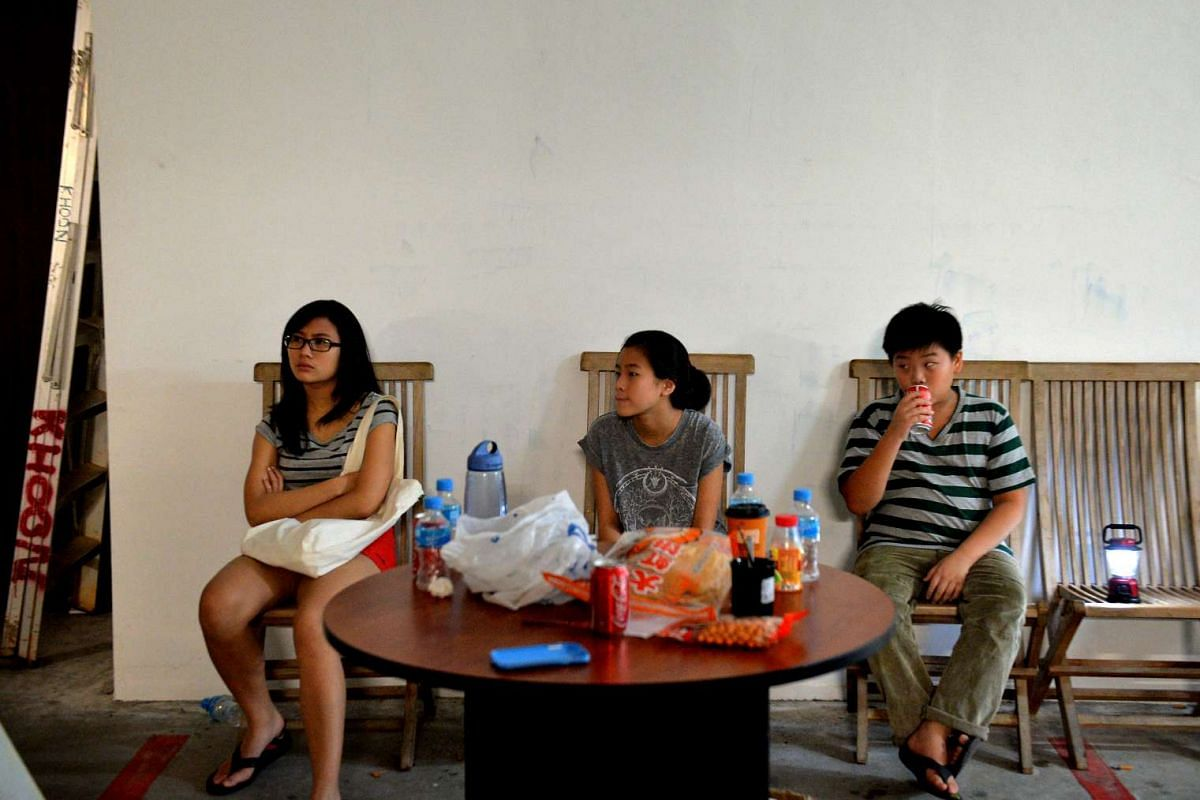 Dr Chee Soon Juan's two daughters (from left) An Lyn, 16, E Lyn, 13 and son Shaw Hur, 11.
