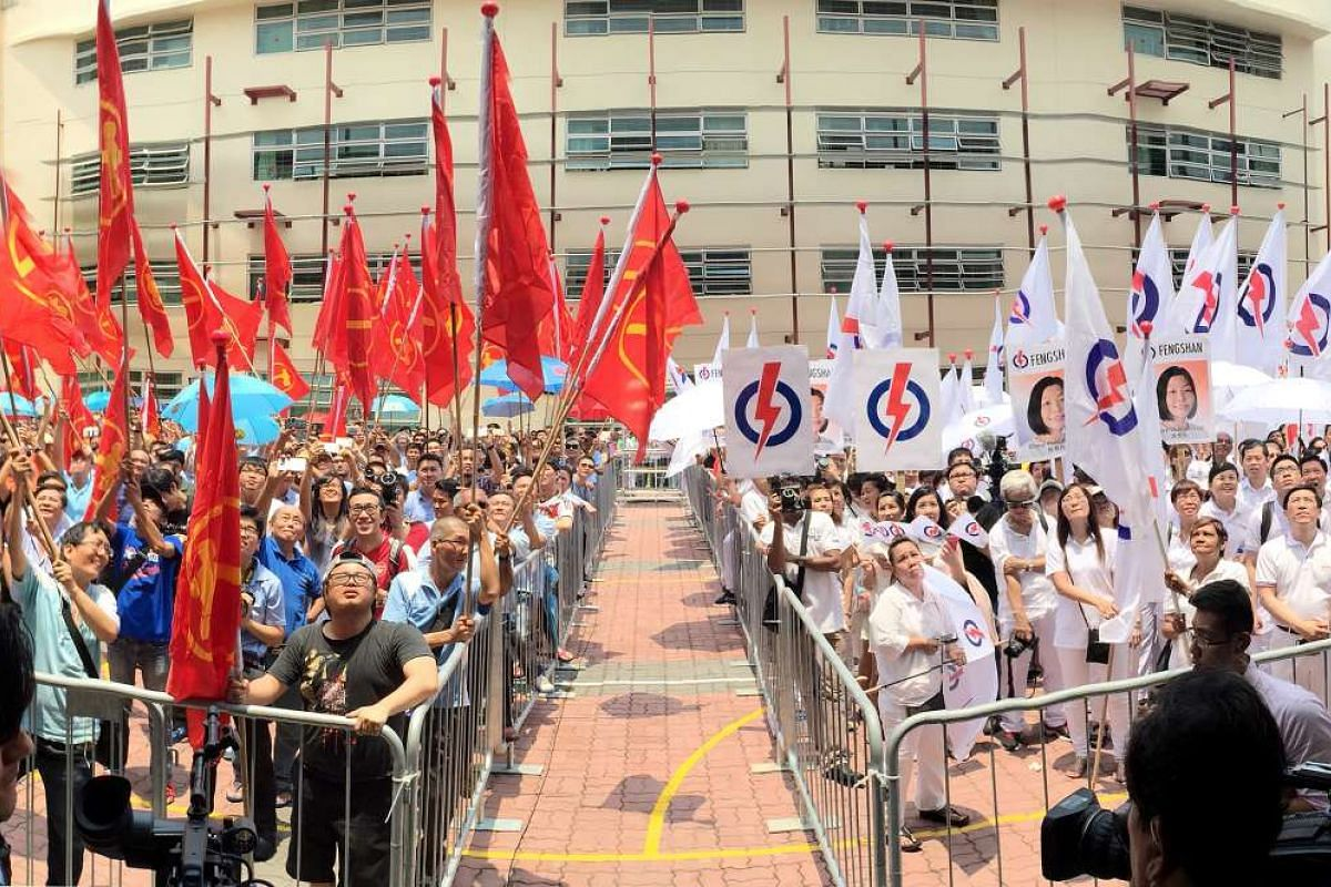 People's Action Party (right) and Workers' Party supporters at Fengshan Nomination Centre on Sept 1, 2015.