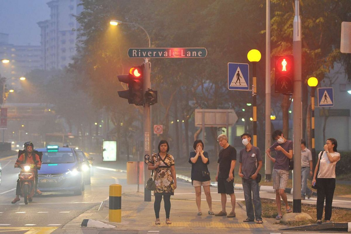Hazy conditions near Rivervale Plaza around 7.05pm when the 3-hour PSI at 7pm is 167 on Sept 14, 2015.