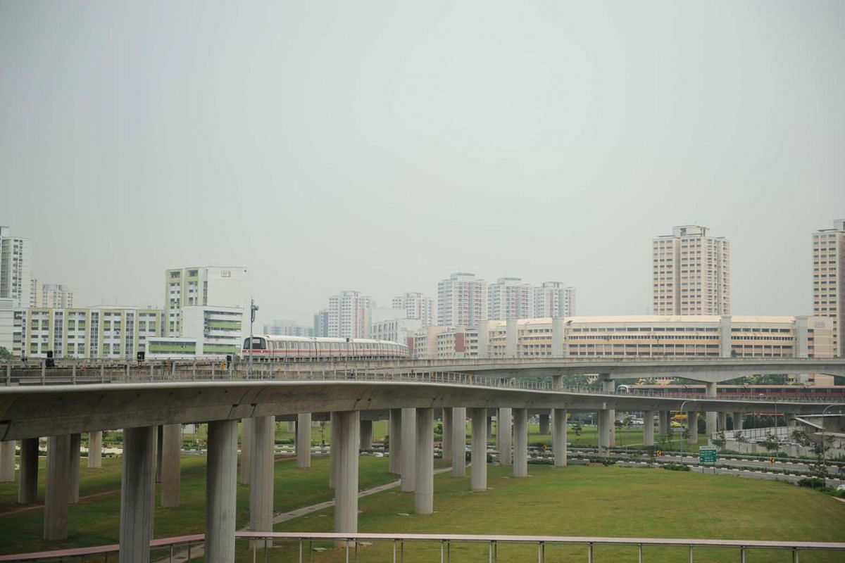 Haze situation in Jurong East on Sept 14 at noon, with the Pollutant Standards Index hitting the moderate level of 86.