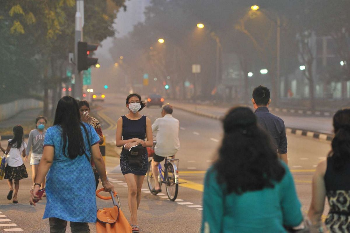 The Haze near Rivervale Plaza around 7.05pm when 3-hour PSI at 7pm is 167 on Sept 14, 2015.