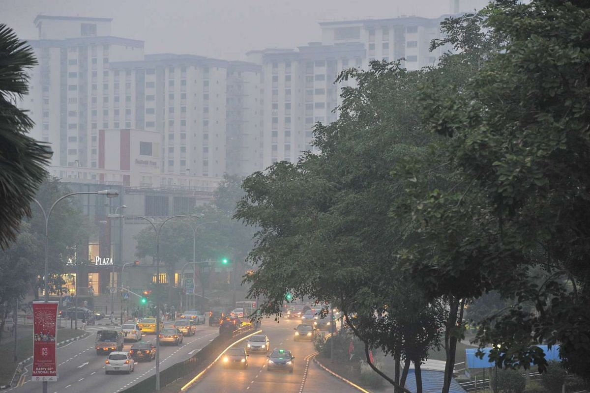 The haze near Rivervale Plaza around 7.05pm when the 3-hour PSI at 7pm is 167 on Sept 14, 2015.