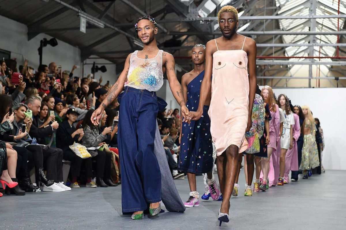Models present creations from the Spring/Summer 2016 collection by Indian-born designer Ashish during the London Fashion Week, in London, Britain on 22 September 2015. The presentation of the Women's collections runs from 18 to 22 September.