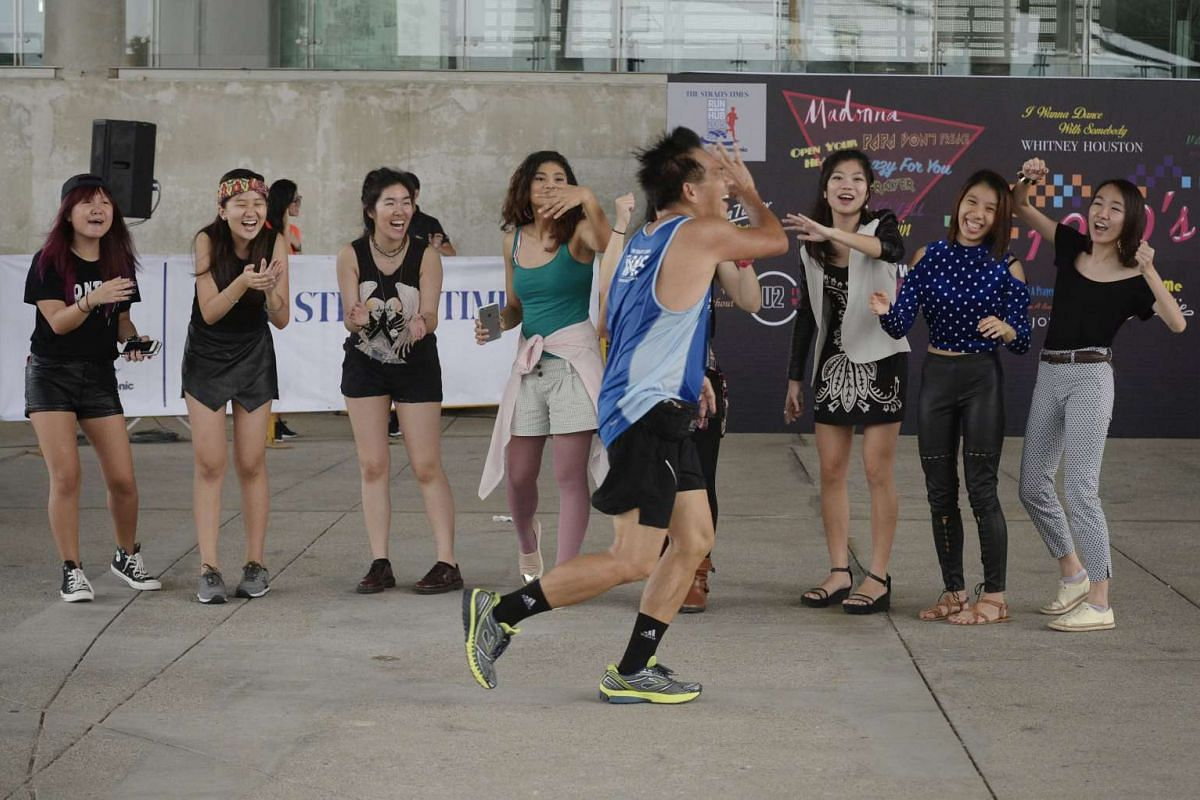 Motivators cheering on a participant as he passes through Zone 4 at the Marina Barrage.