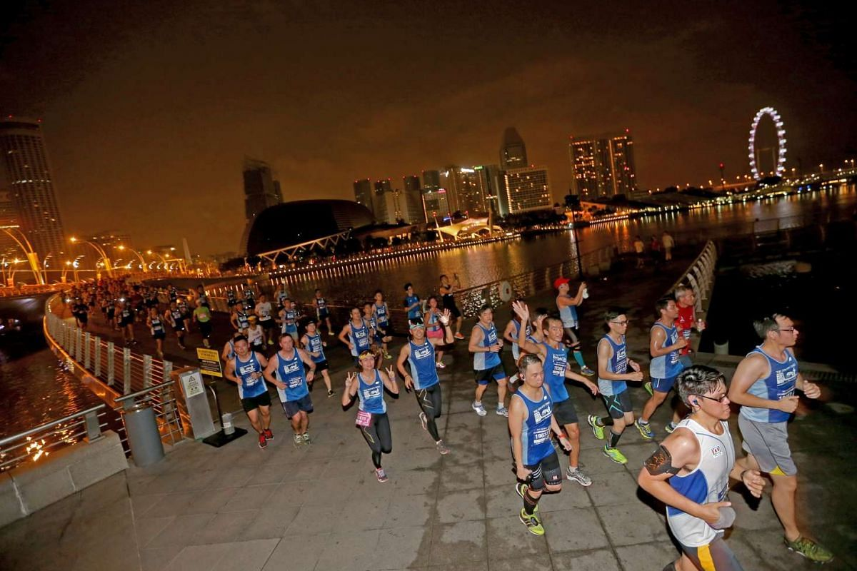 Participants of the 18.45km race running on the Jubilee Bridge.